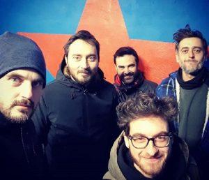 """I """"Mokadelic"""" sono un gruppo post rock formato da Alessio Mecozzi (chitarra e synth), Cristian Marras (basso e synth), Alberto Broccatelli (batteria), Maurizio Mazzenga (chitarra) e Luca Novelli (piano e chitarra). Nel 2002 pubblicano il loro primo album: """"I plan on Leaving Tomorrow"""". Nel 2014 vengono chiamati da Stefano Sollima, con il quale avevano già lavorato per """"ACAB"""", per comporre la colonna sonora della serie di """"Gomorra"""". Nel 2018 firmano le musiche di """"Sulla mia pelle"""", il film che racconta la storia di Stefano Cucchi."""