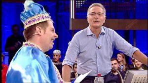 Orlando Puoti vestito da principe azzurro ad Avanti un altro