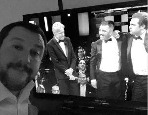 """Sanremo 2019, Pio e Amedeo fanno dire a Baglioni: """"Prima gli italiani"""", """"Sei come lui"""". E Salvini manda un selfie"""