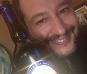 """Sanremo 2019, Salvini cambia canale: """"Stasera divano e film sulle Foibe"""""""