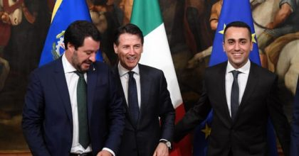 Movimento 5 stelle imploderà, resterà la destra di Salvini. E il Centro Sinistra attorno al Pd rinnovato. Nella foto: Salvini, Conte e Di Maio. Gentiloni prevede: Il M5s imploderà e resterò solo Salvini. Con l0opposizione di Centro sinistra raccolta attorno al Pd rinnovato
