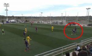 Atletico Levante-Badalona, il retropassaggio di Odena al portiere è troppo potente: l'autogol è comico
