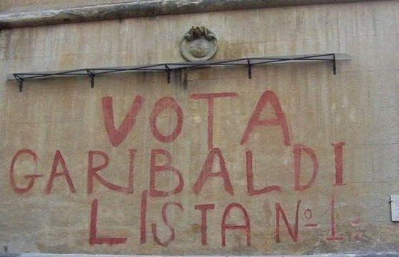 """""""Vota Garibaldi"""", il Comune di Roma cancella storica scritta alla Garbatella2"""