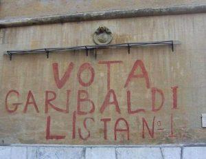 """""""Vota Garibaldi"""", il Comune di Roma cancella storica scritta alla Garbatella5"""