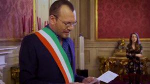 """Biagio Antonacci celebra nozze gay degli amici. I fan insorgono: """"Che schifo"""". Lui reagisce così"""