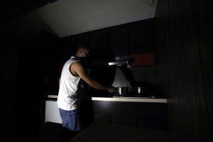 """Venezuela in black-out elettrico. Il Governo: """"Sabotaggio Usa"""". La replica: """"Regime incompetente"""""""