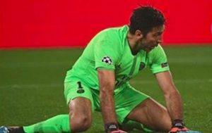 Buffon maledizione Champions, papera e altro rigore subito al 95': Psg eliminato, non festeggia rinnovo contratto