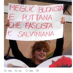 Salvini posta FOTO col cartello, manifestante milanese insultata sui social2
