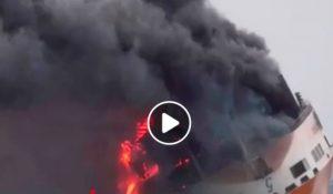 Francia, il cargo italiano Grande America è affondato. Era andato a fuoco domenica notte VIDEO