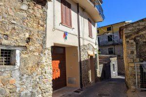 Comuni: chi e dove vende casa a 1 euro