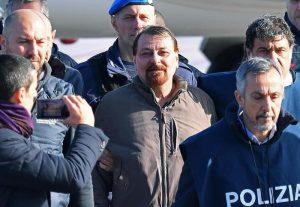 """Cesare Battisti racconta l'arresto in Bolivia. """"Gli agenti brasiliani mi hanno consegnato agli italiani"""""""
