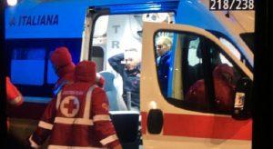 Lazio-Roma, scontri tra tifosi e polizia: agente ferito alla testa