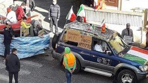 """Formello, carro-barcone a sfilata di Carnevale e la scritta: """"No pago affitto"""". Ma il sindaco lo difende: """"Quale razzismo?"""""""