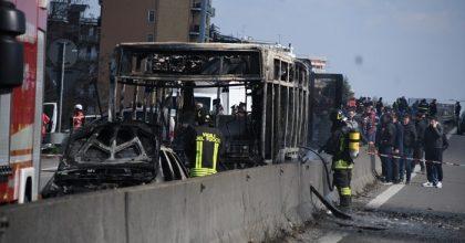 Senegalese dà fuoco a bus di piccoli scolari6
