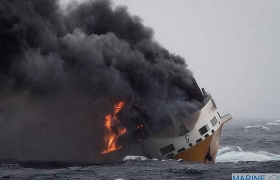 Grande America, nave Grimaldi che affonda nell'Atlantico dopo incendio