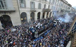 Juventus, tifoseria spaccata in due: gli altri settori si ribellano alla Curva Sud, cori e fischi per gli ultras