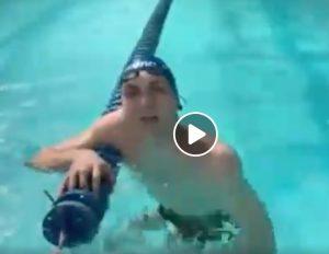 """Manuel Bortuzzo torna in piscina ad un mese dagli spari: """"Un'emozione bellissima"""" VIDEO"""