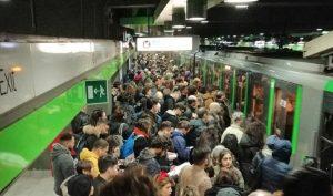 Milano, brusca frenata in metro: un ferito e diversi contusi