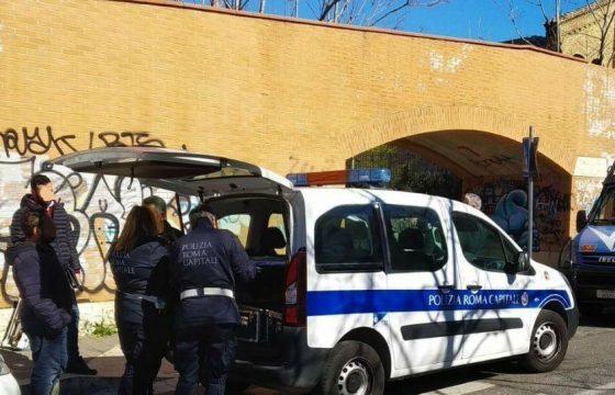 Roma, sgomberata l'ex fabbrica Miralanza in zona Marconi: identificate 37 persone4