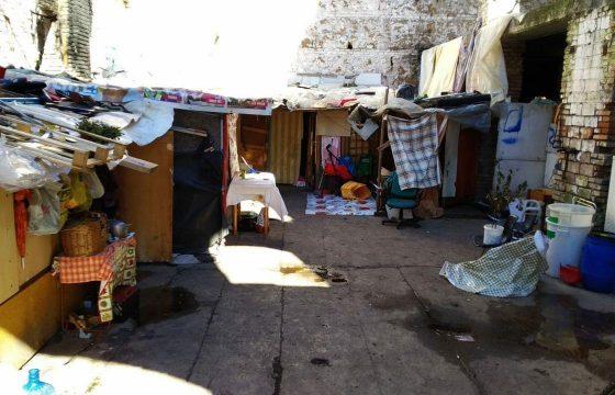 Roma, sgomberata l'ex fabbrica Miralanza in zona Marconi: identificate 37 persone3