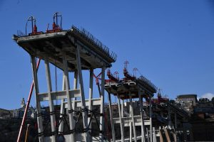 Ponte Morandi, tracce di amianto nel pilone 8: sospeso l'abbattimento