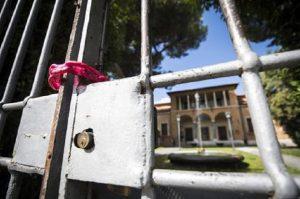 Napoli, scuole chiuse domani per il maltempo (foto d'archivio Ansa)