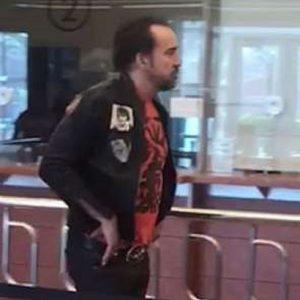 Nicolas Cage ubriaco: all'ufficio matrimoni di Las Vegas urla frasi sconnesse2