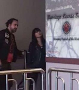 Nicolas Cage ubriaco: all'ufficio matrimoni di Las Vegas urla frasi sconnesse3