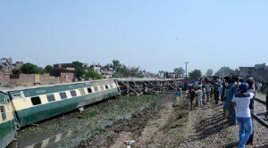 Attentato Pakistan, bomba esplode in treno: almeno tre morti (foto d'archivio Ansa)