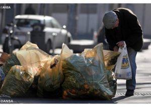 Povertà vo cercando ch'è sì cara...2 case, conto in banca, la via italiana al sussidio
