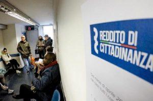 Reddito di cittadinanza, saranno assunti 65 nuovi carabinieri per i controlli (foto Ansa)