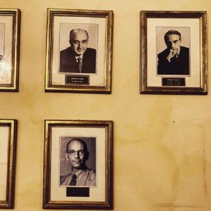 Palazzo Chigi: chi ha rubato la foto di Matteo Renzi dal muro dei premier?