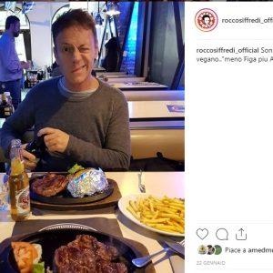 Rocco Siffredi sfotte i vegani