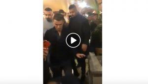 Cristiano Ronaldo al ristorante dopo la tripletta: clienti increduli VIDEO