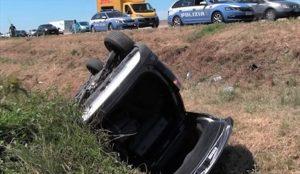 Incidente in A14, auto si ribalta e finisce nel fossato: 2 morti