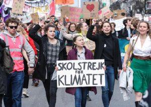 Sciopero della scuola per il clima venerdì 15 marzo: studenti a in classe, a casa o in piazza?