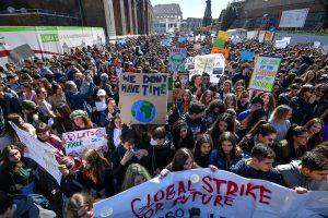 Sciopero per il clima, un milione di studenti nelle piazze italiane con Greta