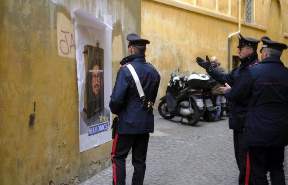 "Toninelli diventa ""neuronics"": l'opera dello street art a Roma2"