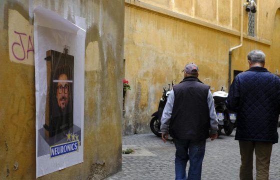 "Toninelli diventa ""neuronics"": l'opera dello street art a Roma4"