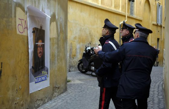 "Toninelli diventa ""neuronics"": l'opera dello street art a Roma6"
