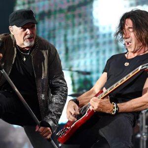 """Vasco Rossi, il chitarrista Stef Burns denuncia: """"Mi hanno rubato l'attrezzatura a Milano"""""""