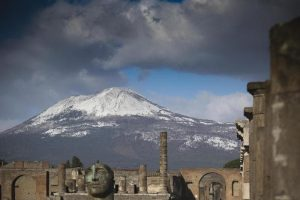 Vento e freddo: neve sul Vesuvio, A2 chiusa tra Sibari e Morano Calabro per le raffiche