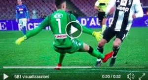 Napoli-Juventus, arbitro Rocchi fa discutere: Meret non tocca Cristiano Ronaldo e viene espulso. Niente var. VIDEO