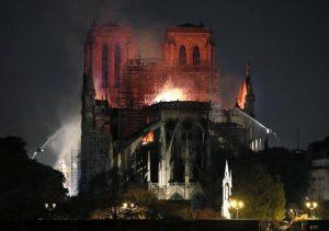 """Notre-Dame, procuratore Parigi: """"Atto doloso escluso10"""