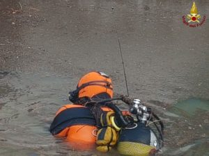 Castelnuovo Val di Cecina (Pisa), auto travolta da un torrente: dispersa una donna