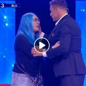 """Amici, Ricky Martin attacca Loredana Bertè: """"Il bullismo no"""". Lei si infuria e..."""