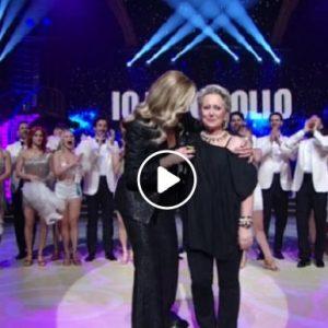 """Ballando con le Stelle, Carolyn Smith ballerina per una notte e Milly Carlucci si commuove: """"Per noi..."""""""