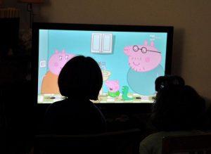 Bambini fino a due anni mai davanti agli schermi di pc, tablet, smartphone, tv. Allarme Oms
