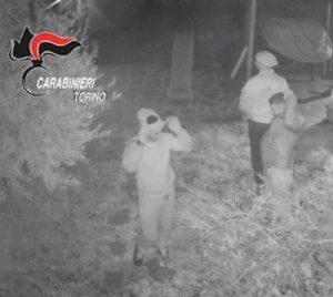 """Torino, prima la rapina in casa e poi il selfie con le vittime. Sgominata la """"banda delle foto"""""""