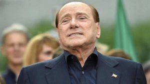 Silvio Berlusconi operato per una occlusione intestinale: l'intervento è riuscito